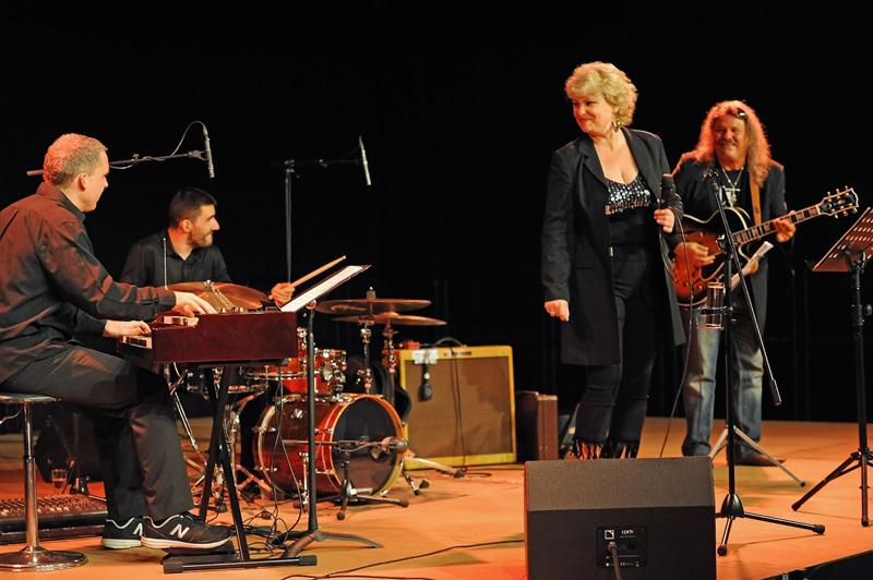 Nicole-Metzger-Konzert-kabelmetal-Schladern-4