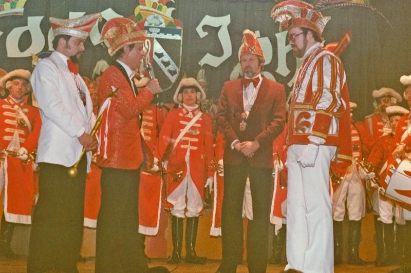 Jubiläumsjahr 1981. Die Wissener Karnevalsgesellschaft feiert 125 Jahre Wesser Fastowend. Tollität im Jubiläumsjahr war Prinz Manfred I. Müller, zu jener Zeit Mitglied der Prinzengarde.