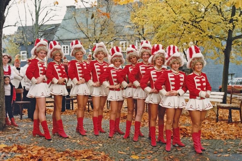 Das Damentanzkorps im Jubiläumsjahr 1981. 125 Jahre Wesser Fastowend wurde gefeiert. Foto: Matthias Ketz